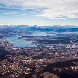Luftbild vom Lago Maggiore von Süden