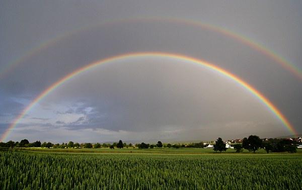ganzer doppelter Regenbogen