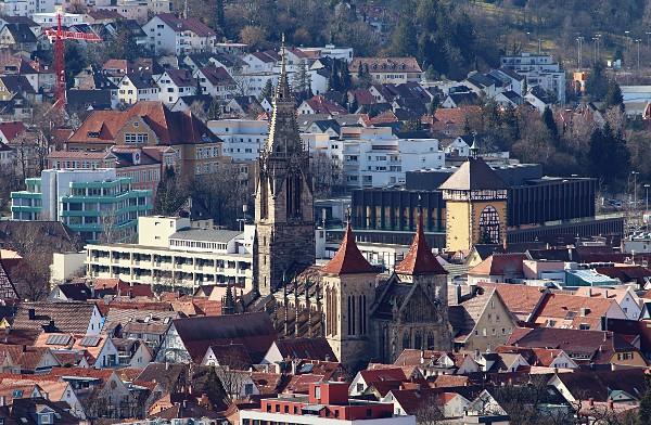 Marienkirche, Tübinger Tor und Stadthalle in Reutlingen, gesehen von der Achalm