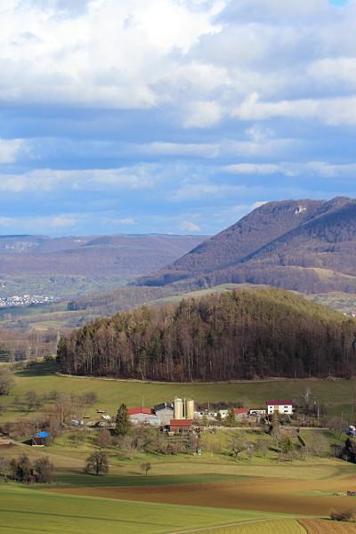 Bauernhof und Albtrauf