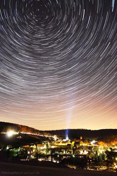 Bebenhausen bei Nacht, mit Startrails (Sternstrichspuren)