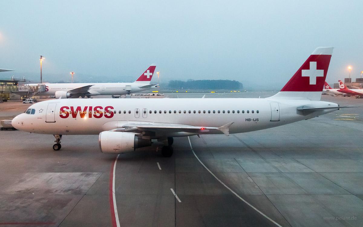 HB-IJS | Swiss | Airbus A320-214 am Flughafen Zürich ZRH