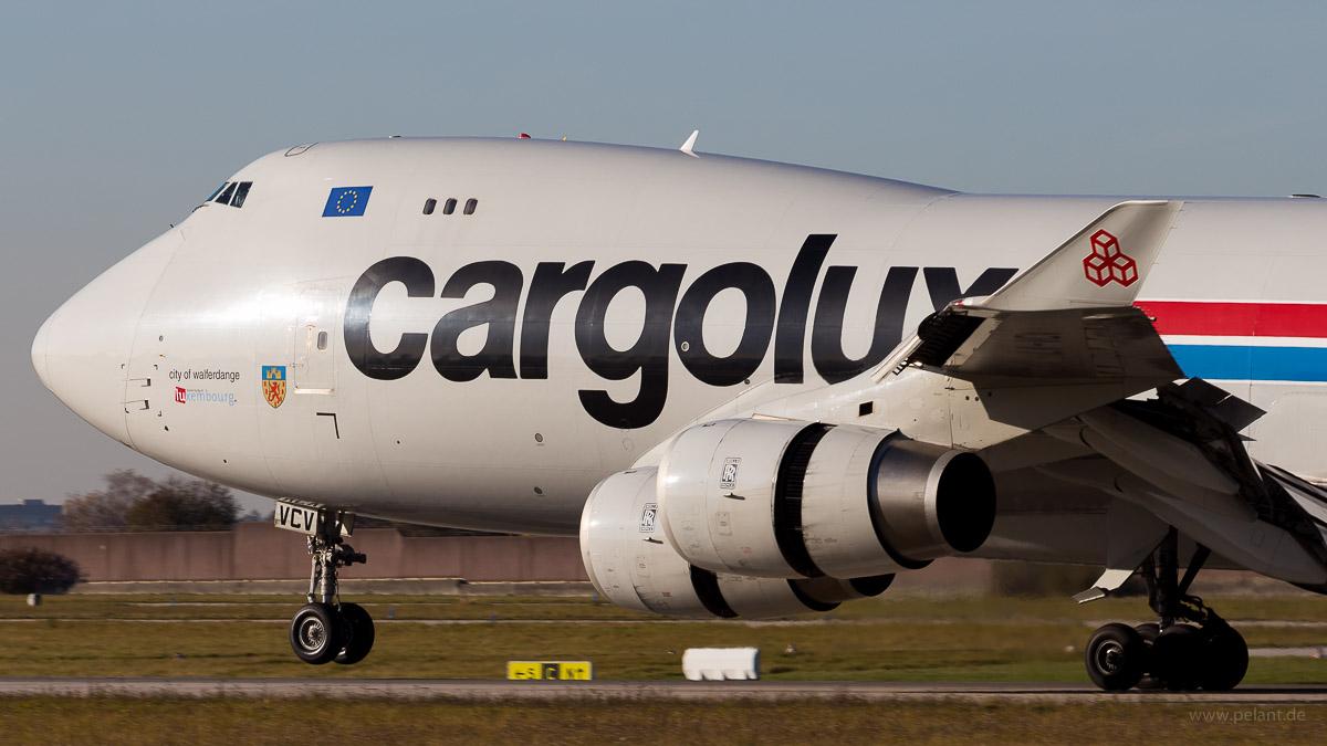 Cargolux Fracht-Jumbo landet in Stuttgart LX-VCV | Cargolux | Boeing 747-4R7F
