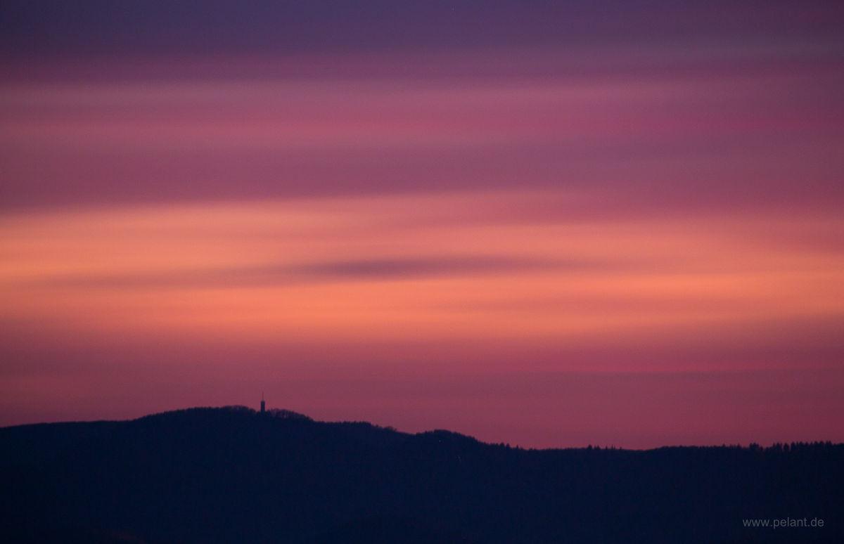 Langzeitbelichtung Abendrot über der Silhouette der Schwäbischen Alb