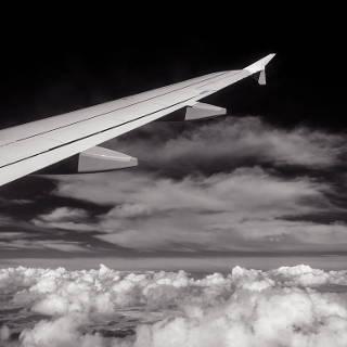 Tragfläche über den Wolken, Infrarotaufnahme