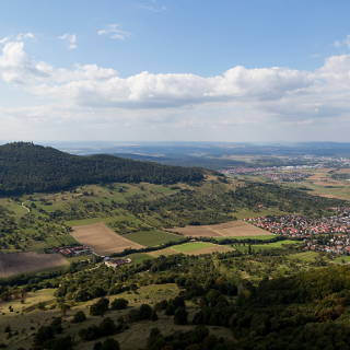 Aussicht vom Breitenstein auf die Burg Teck und Bissingen