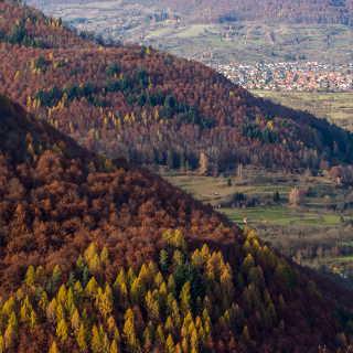 Blick vom Eppenzillfelsen über den Albtrauf in das Ermstal im Herbst