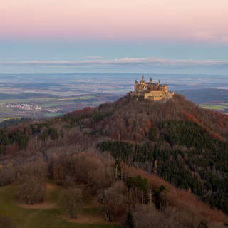 Burg Hohenzollern in der Morgendämmerung