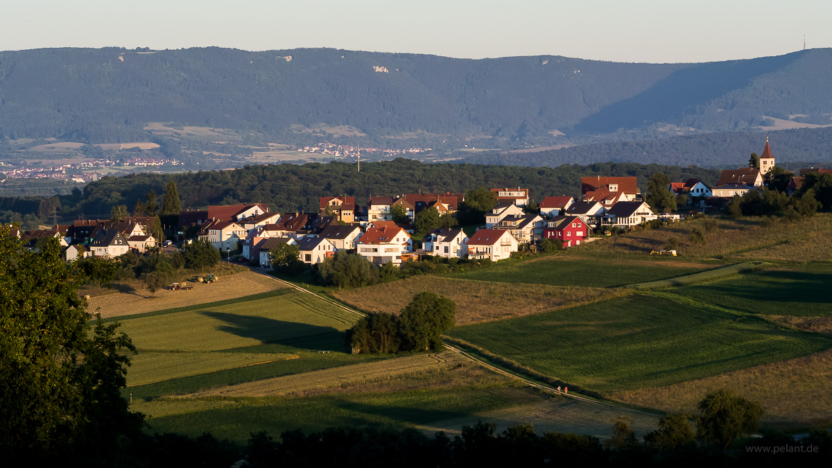 Altenriet in the evening light with the Schwäbische Alb in the background
