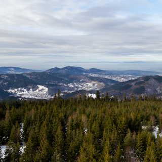 Aussicht vom Hohlohturm ins Murgtal, Rheintal und die Vogesen am Horizont