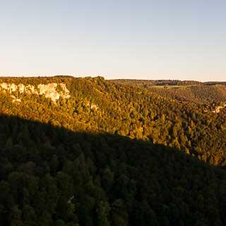 Der Rutschenfelsen am Albtrauf bei Bad Urach zu Sonnenaufgang