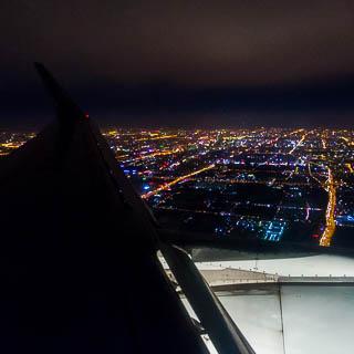 Peking bei Nacht aus dem Flugzeug