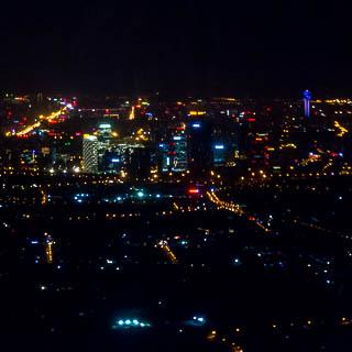 Luftaufnahme von Wangjing (Peking) bei Nacht
