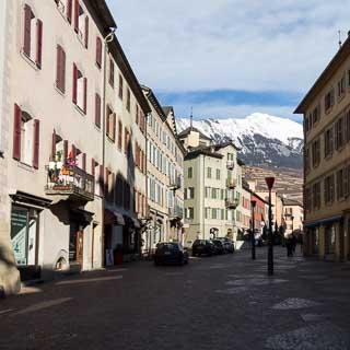 Rue du Grand-Pont in der Altstadt von Sitten (Sion), Schweiz