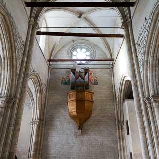 Innenraum der Basilique de Valère mit Orgel