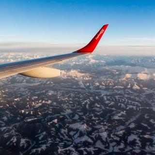 Luftbild Alpen und Alpenvorland im Winter aus Helvetic Airways Embraer 190 aufgenommen mit Winglet im Bild