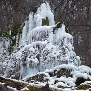 Vereister Gütersteiner Wasserfall im Winter